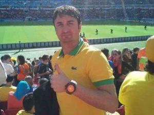 El ex-delantero en pleno Holanda-España en el Mundial de Brasil. Fuente: http://www.lancenet.com.br/