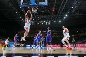 Pau firmó un partido histórico y se cargó a Francia. Eurobasket2015.org