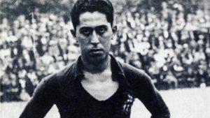 Paulino Alcántara en el campo.