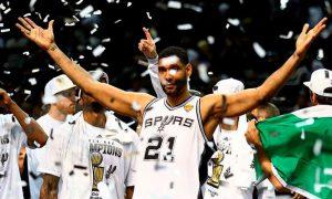 Duncan celebrando uno de sus 5 anillos.