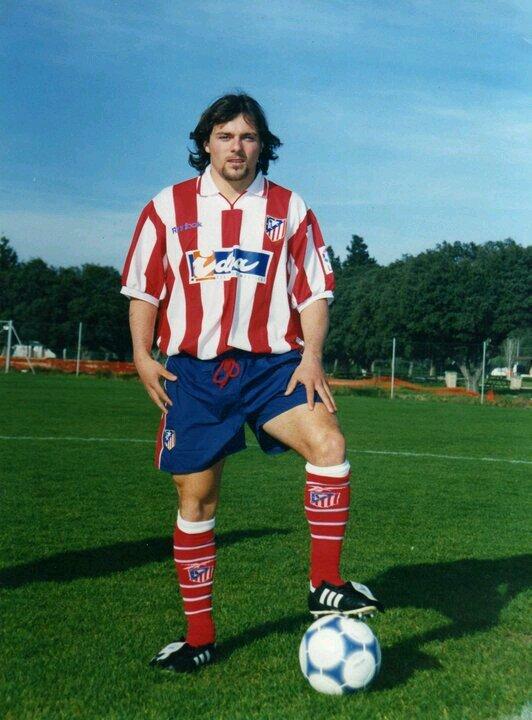 En el año 2001 formó parte del Atlético B. Vía: twitter.com