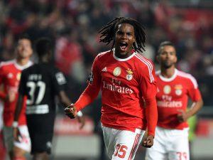 Renato Sanhes, ganador del Golden Boy, disputando un encuentro con el Benfica la temporada 15-16